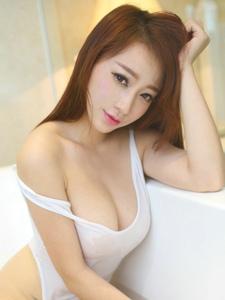 浴缸美女丽莉白嫩胸脯性感美艳