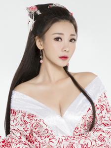 柳岩古装妩媚抚琴性感妖艳美女