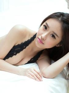 高挑情趣美女张小西蕾丝透视美臀丰乳多姿