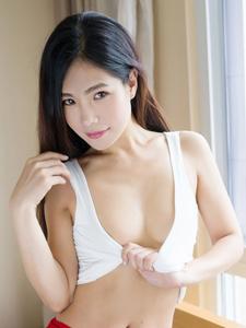 耐看美女丁筱南性感低胸大秀事业线