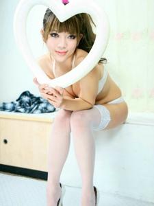 白色丝袜内衣少女赵妍欢私房美腿养眼十足