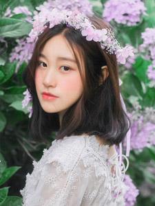 花丛中的美艳少女纯美动人