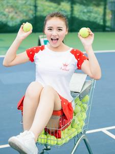 颜色艳丽的网球少女活力写真清纯可人
