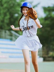 清新棒球少女可爱气质写真活力无限