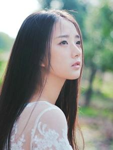 丛林处的白纱靓丽少女清纯初恋感到