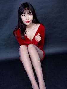 丝袜美女芸芸高跟细腿诱惑写真魅力四射