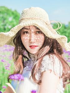 花田里的白净少女清新唯美户外写真