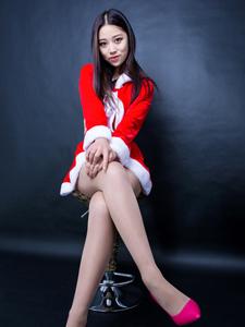 圣诞美女小柒长腿细腰性感诱惑写真