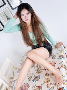 皮裙长腿美女紫楠肉丝居家诱惑写真
