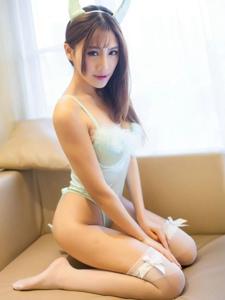 性感白丝美女俏皮内衣美腿私房写真
