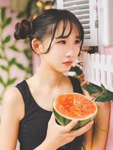 可爱西瓜萌妹子炎炎夏日清凉写真
