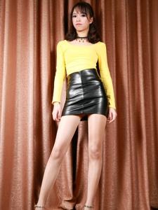 漂亮腿模馨雅Adela皮裙性感美臀肉丝迷人