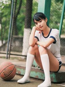 清纯篮球宝贝运动服写真娇俏可人