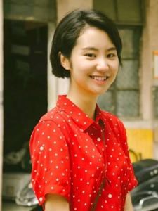 復古風短發斑點紅裙姑娘陽光笑容