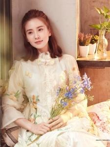 刘诗诗清新演绎LOHAS乐活8月刊封面
