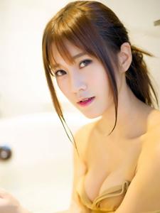 濕身美女嘉琳winna浴缸激情自拍照