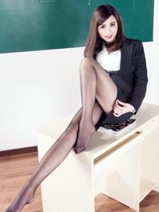 制服美女妮可女教师黑丝美腿性感多姿