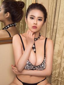 王瑩爆乳誘惑性感福利寫真