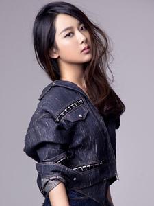 杨紫牛仔裙装时尚清丽美人写真