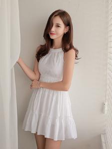 韩国嫩模孙允珠白皙连衣裙私房写真
