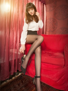 性感腿模小倩包臀裙黑丝美腿翘臀写真