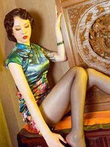 复古旗袍美女菲菲黑丝美腿大胆尺度诱惑
