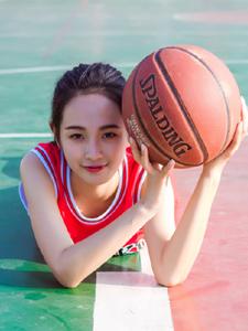 活力籃球寶貝操場揮汗清新寫真