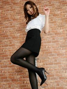 漂亮白领制服美女黑丝袜迷人私房写真