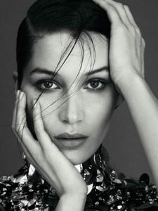 BellaHadid登上四月号Harper'sBazaar西班牙版封面
