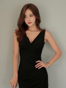 孙允珠低胸黑色雅典式优雅礼裙写真