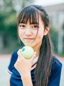 齐刘海心爱少女网球活动气质可儿