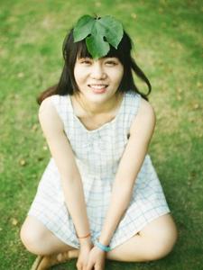 格子连衣裙美女清新自然淳朴可人