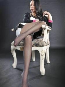 性感美女Amily包臀裙黑絲美艷長腿勾魂