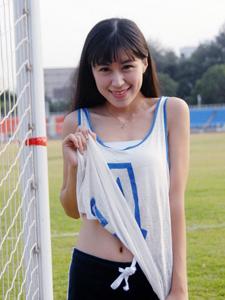 跑道上的运动少女清新活力唯美动人