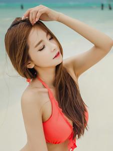 气质鲜艳比基尼长腿模特沙滩美艳靓丽写真