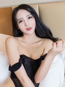 妖艳性感美女模特艾迪透明黑丝美乳若隐若现