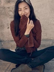 超模刘雯笑容甜美悠闲时尚大片