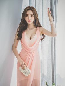 薄紗爆乳長裙誘惑靚麗模特李妍靜氣質寫真