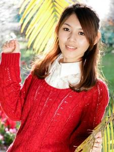 台湾清纯美女蓓蓓红衣艳丽阳光下的别样风采