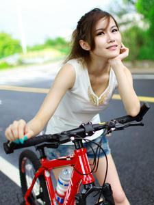 单车少女活力运动写真挥汗如雨