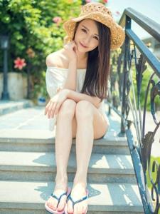 超短牛仔裤漂亮美腿女神阳光迷人的甜美笑容