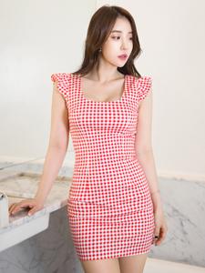 性感高挑美艳靓丽模特红艳短裙气质写真