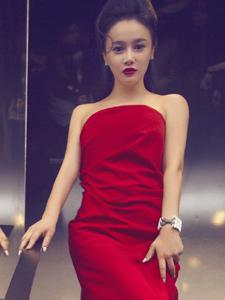 拳王老婆冉莹颖穿抹胸红裙妖艳唯美