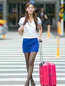 美女模特Winnie小雪空姐制服性感黑丝迷人写真