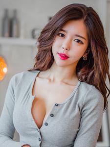 深溝美模紅唇誘惑美艷迷人