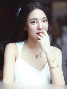 调皮嘟嘴的陈大榕可爱清纯靓照很迷人