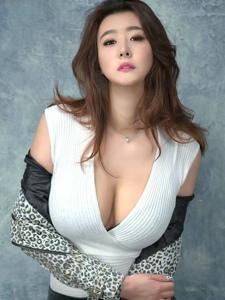 狂野性感爆乳美女崔素妍时尚魅力写真
