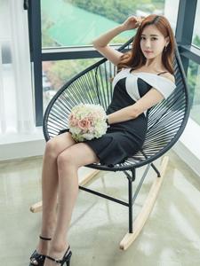 捧花美女性感撩人躺椅写真可爱迷人
