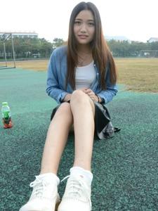 素颜大学美女操场美腿棉袜个性写真