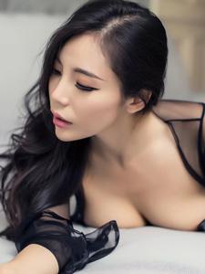 性感黑絲美女喬安香肩半裸深溝巨乳誘惑寫真